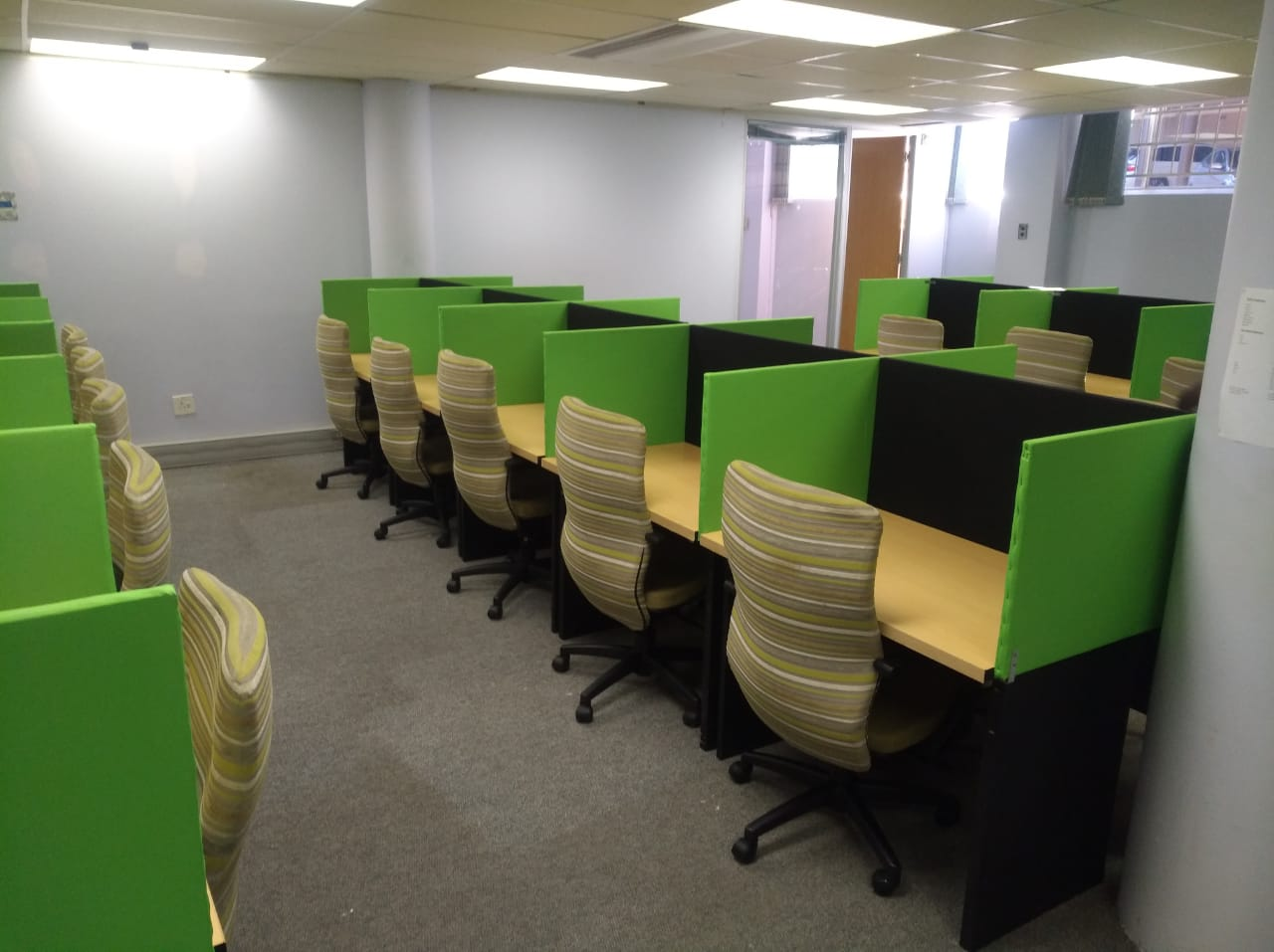 DESKS - CALL CENTRE with cubicles